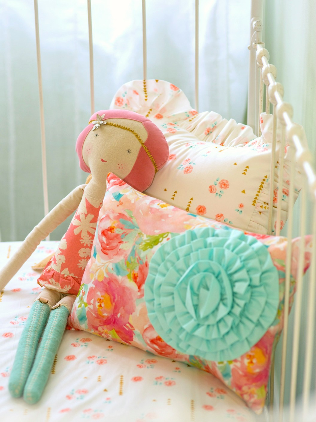 Bumperless Crib Bedding For Chic Bumper-Free Nurseries